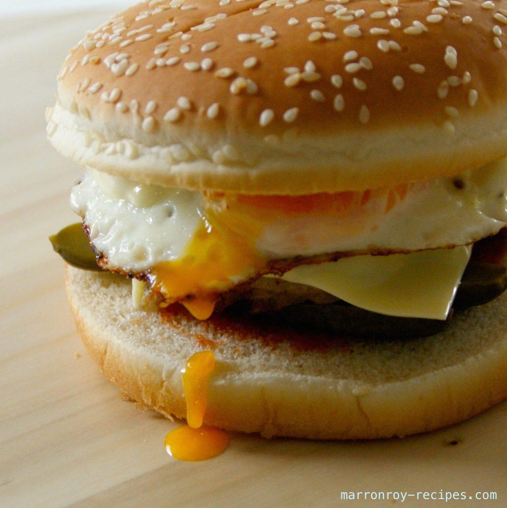 """コストコ""""ハンバーガーバンズ""""でハンバーガー"""