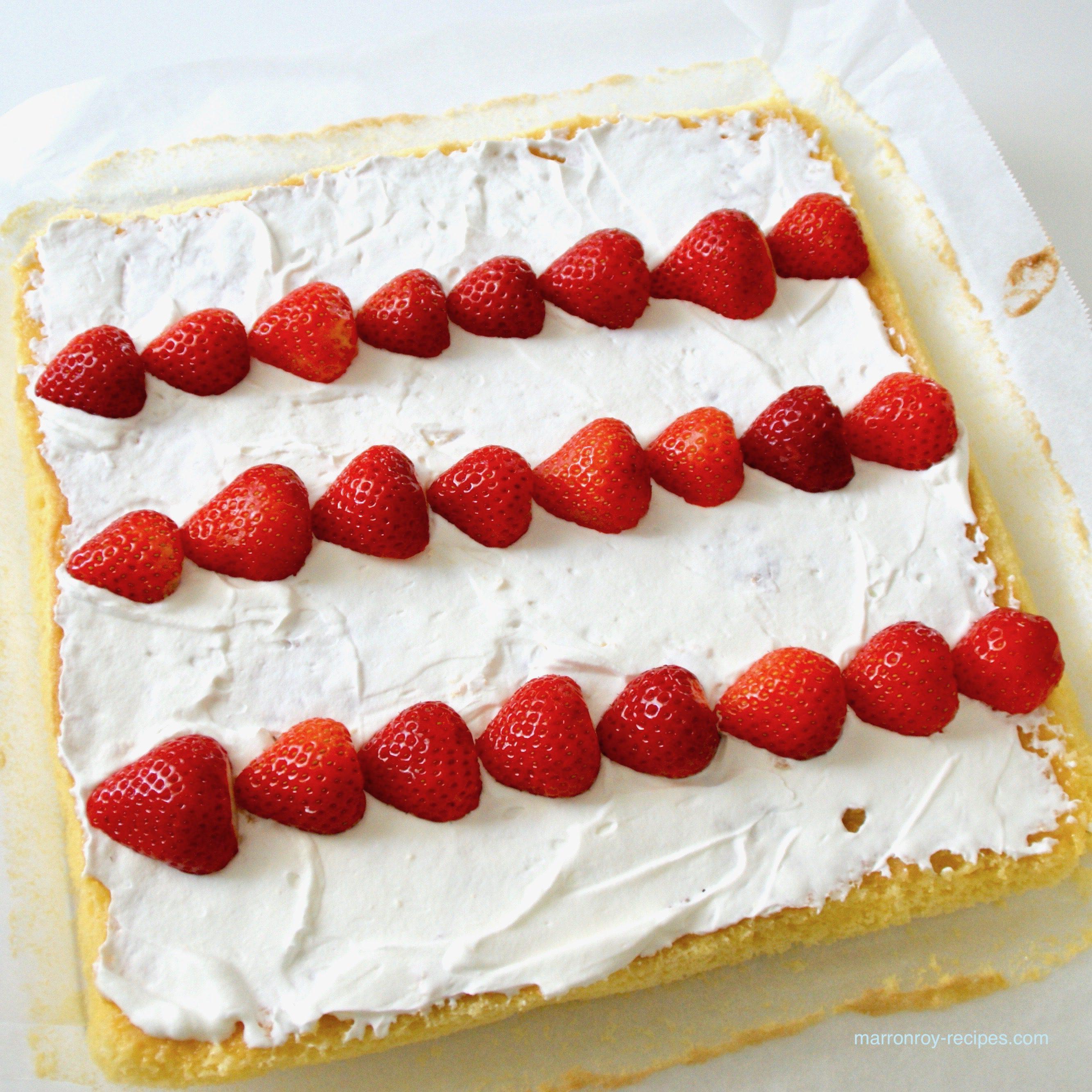 バターなしで作ってみた!シンプルいちごのロールケーキ