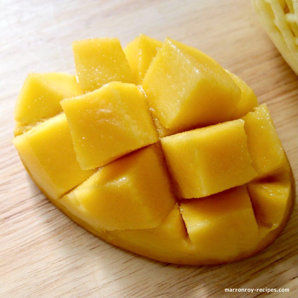 cutting mango2